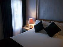 Δωμάτιο φιλοξενουμένων στο α ύπνο και πρόγευμα στοκ εικόνες