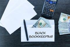 Δωροδοκία σε έναν φάκελο Μαύρη λογιστική στοκ εικόνα με δικαίωμα ελεύθερης χρήσης