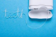 Δόντια λέξης του οδοντικού νήματος Στοκ φωτογραφία με δικαίωμα ελεύθερης χρήσης