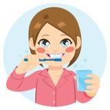 Δόντια βουρτσίσματος κοριτσιών απεικόνιση αποθεμάτων