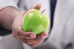 δόσιμο μήλων Στοκ εικόνες με δικαίωμα ελεύθερης χρήσης