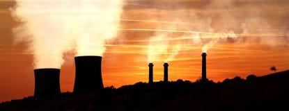 Δύναμη που παράγει τα εργοστάσια στα βουνά στοκ φωτογραφία με δικαίωμα ελεύθερης χρήσης
