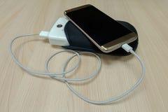 Δύναμη χρέωσης Smartphone Στοκ εικόνα με δικαίωμα ελεύθερης χρήσης