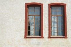 δύο άσπρα Windows τοίχων Στοκ εικόνες με δικαίωμα ελεύθερης χρήσης