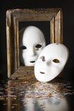 Δύο άσπρες μάσκες Στοκ εικόνες με δικαίωμα ελεύθερης χρήσης