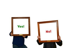 Δύο άτομα με τα σημάδια yes-no Στοκ Εικόνες