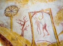 Δύο άτομα που κρεμούν στις αγχόνες, αρχαία μεσαιωνική νωπογραφία Στοκ Φωτογραφίες
