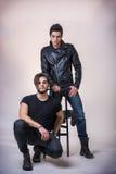 Δύο άτομα σκληρής ροκ που θέτουν στο στούντιο Στοκ Εικόνα