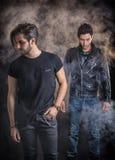 Δύο άτομα σκληρής ροκ που θέτουν στο στούντιο Στοκ Εικόνες