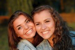 Δύο έφηβη Στοκ φωτογραφίες με δικαίωμα ελεύθερης χρήσης