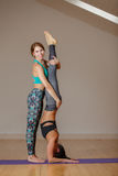 Δύο αθλήτριες στη γυμναστική Στοκ Εικόνες