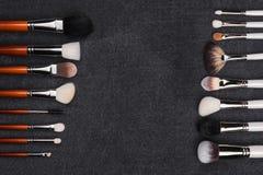 Δύο αντίθετες σειρές των βουρτσών makeup Στοκ Φωτογραφίες