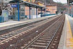 Δύο-αποδεκτοί σιδηρόδρομος και σταθμός Riola, Μπολόνια, Αιμιλία-Ρωμανία, Ιταλία Στοκ εικόνες με δικαίωμα ελεύθερης χρήσης