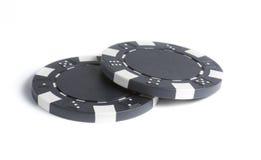 Δύο απομονώνουν τα μαύρα τσιπ τυχερού παιχνιδιού Στοκ φωτογραφία με δικαίωμα ελεύθερης χρήσης