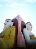 Δύο από τον τέσσερα καθισμένο Βούδα στην παγόδα kyaikpun τα τέσσερα, Pago, Μ Στοκ Φωτογραφία