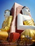 Δύο από τον τέσσερα καθισμένο Βούδα στην παγόδα kyaikpun τα τέσσερα, Pago, Μ Στοκ φωτογραφία με δικαίωμα ελεύθερης χρήσης