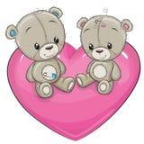 Δύο αρκούδες Teddy κάθονται σε μια καρδιά ελεύθερη απεικόνιση δικαιώματος
