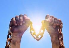 Δύο αρσενικά χέρια αυξάνονται προς τα πάνω Στοκ εικόνα με δικαίωμα ελεύθερης χρήσης