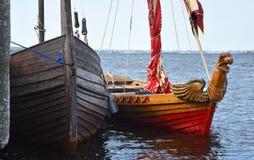 Δύο αρχαία παλαιά ρωσικά σκάφη - βάρκες Στοκ εικόνες με δικαίωμα ελεύθερης χρήσης