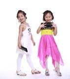 Δύο λατρευτά μικρά κορίτσια Στοκ φωτογραφίες με δικαίωμα ελεύθερης χρήσης