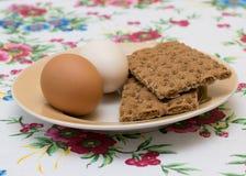 Δύο αυγά κοτόπουλου με τη φρυγανιά Στοκ Εικόνες