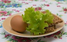 Δύο αυγά κοτόπουλου με τη φρυγανιά Στοκ εικόνα με δικαίωμα ελεύθερης χρήσης