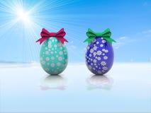 Δύο αυγά Πάσχας με τα τόξα δώρων τρισδιάστατα δίνουν Στοκ εικόνα με δικαίωμα ελεύθερης χρήσης