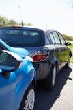 Δύο αυτοκίνητα που περιλαμβάνονται στο τροχαίο ατύχημα Στοκ φωτογραφία με δικαίωμα ελεύθερης χρήσης