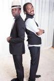 Δύο αφρικανικοί τύποι πλάτη με πλάτη στοκ εικόνα με δικαίωμα ελεύθερης χρήσης