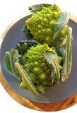 Δύο λαχανικά romanesco σε ένα πιάτο Στοκ Εικόνες
