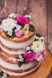 Δύο βαλμένο σε στρώσεις σπιτικό κέικ Στοκ Εικόνες