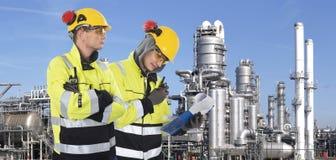 Δύο βιομηχανικές φρουρές Στοκ φωτογραφία με δικαίωμα ελεύθερης χρήσης