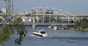 Δύο γέφυρες στον ποταμό φορούν Στοκ Φωτογραφία