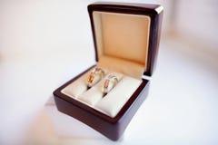 Δύο γαμήλια δαχτυλίδια σε ένα κιβώτιο Στοκ εικόνες με δικαίωμα ελεύθερης χρήσης
