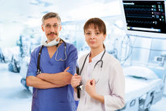Δύο γιατροί στο νοσοκομείο στοκ φωτογραφία με δικαίωμα ελεύθερης χρήσης