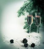 Δύο γυαλιά σαμπάνιας έτοιμα να φέρουν του νέου έτους Στοκ Εικόνα