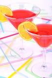 Δύο γυαλιά με την κόκκινη κατακόρυφο κοκτέιλ Στοκ Φωτογραφίες