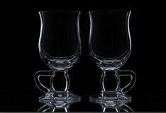 Δύο γυαλιά σε ένα μαύρο υπόβαθρο Στοκ Εικόνες
