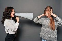 Δύο γυναίκες ορκίζονται Στοκ Εικόνες