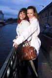 δύο γυναίκες στοκ εικόνα με δικαίωμα ελεύθερης χρήσης