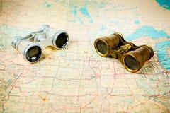 Δύο εκλεκτής ποιότητας διόπτρες στον παλαιό χάρτη στοκ εικόνες με δικαίωμα ελεύθερης χρήσης