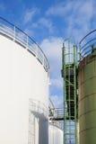 Δύο δεξαμενές πετρελαίου Στοκ Φωτογραφία
