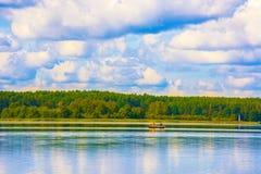 Δύο επανδρώνουν στη βάρκα Στοκ φωτογραφία με δικαίωμα ελεύθερης χρήσης