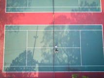 Δύο επανδρώνουν στο γήπεδο αντισφαίρισης Στοκ Εικόνα