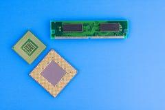 Δύο επεξεργαστές και τσιπ μνήμης υπολογιστών Στοκ φωτογραφία με δικαίωμα ελεύθερης χρήσης