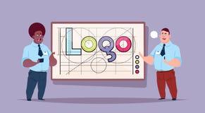 Δύο επιχειρησιακά άτομα πέρα από το δημιουργικό γραφικό σχέδιο του Word λογότυπων στο αφηρημένο γεωμετρικό υπόβαθρο μορφών διανυσματική απεικόνιση