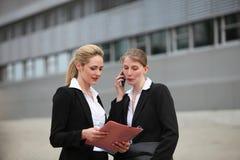 Δύο επιχειρησιακές γυναίκες Στοκ Φωτογραφία