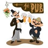 Δύο ευτυχείς Άγγλοι που πίνουν την μπύρα σε ένα παραδοσιακό μπαρ βρετανικοί Στοκ Εικόνες