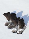 Δύο ζευγάρια των χειμερινών υποδημάτων Στοκ Φωτογραφίες