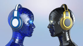Δύο ζωηρόχρωμα κεφάλια κορίτσι-ρομπότ disco με τα λάμποντας μάτια στα μεγάλα ακουστικά που αντιμετωπίζουν το ένα το άλλο, Στοκ εικόνες με δικαίωμα ελεύθερης χρήσης